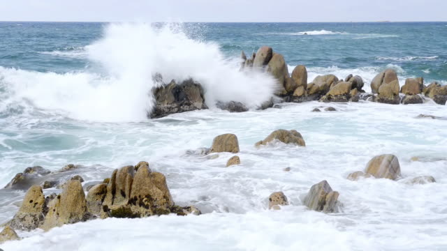vidéos et rushes de ws view of waves crashing against granit rock formation / propriano, corsica, france - granit