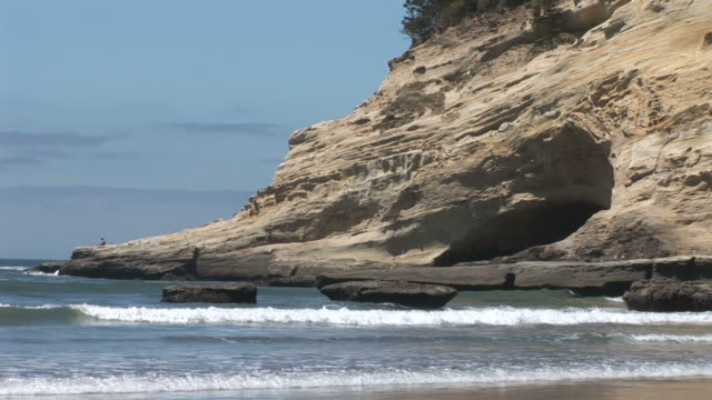 view of waves in oregon coast united states - oregon coast stock videos & royalty-free footage