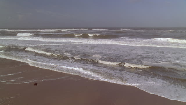 ws view of waves of sea - stationary process plate stock videos & royalty-free footage