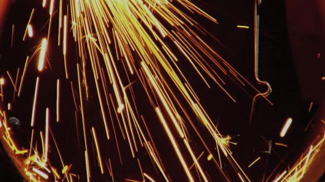 vídeos de stock, filmes e b-roll de cu view of welding sparks inside pipe / chico, california, usa - soldar