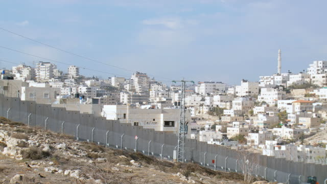 ws view of west bank defense barrier wall / jerusalem, judea, israel - surrounding wall stock videos & royalty-free footage