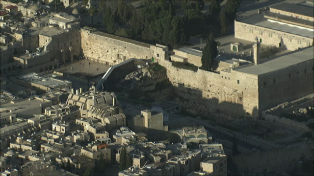 ws zo aerial view of western wall in old city of jerusalem / jerusalem, israel - jerusalem old city stock videos and b-roll footage