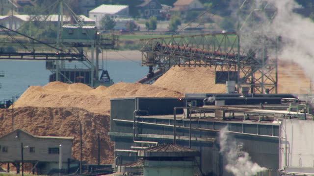 ws aerial view of weyerhaeuser paper and pulp mill with heat waves and steam / longview, washington, united states - pulp stock videos & royalty-free footage