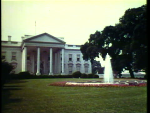 1953 ws view of white house and capitol buildings / washington, dc, usa / audio  - weißes haus stock-videos und b-roll-filmmaterial