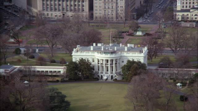 vidéos et rushes de ws zo view of white house surrounding area / washington dc, united states - la maison blanche