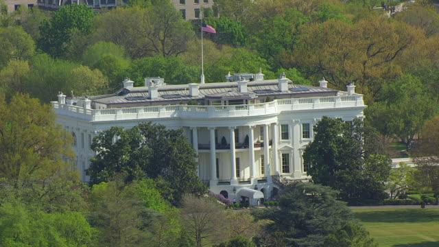 ws aerial pov view of white house / washington dc, united states - 2010年代点の映像素材/bロール