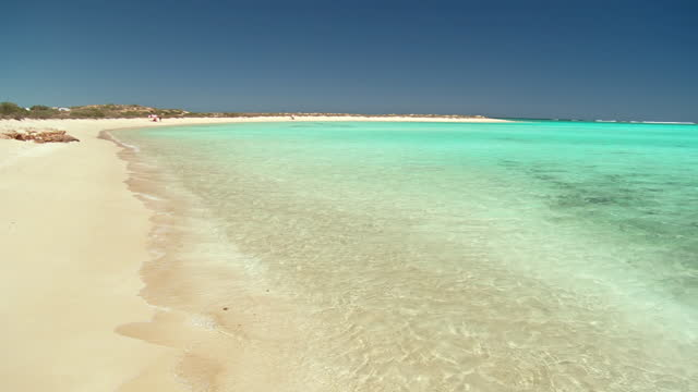 WS PAN View of white sandy beach with turquoise water / Exmouth, Western Australia, Australia
