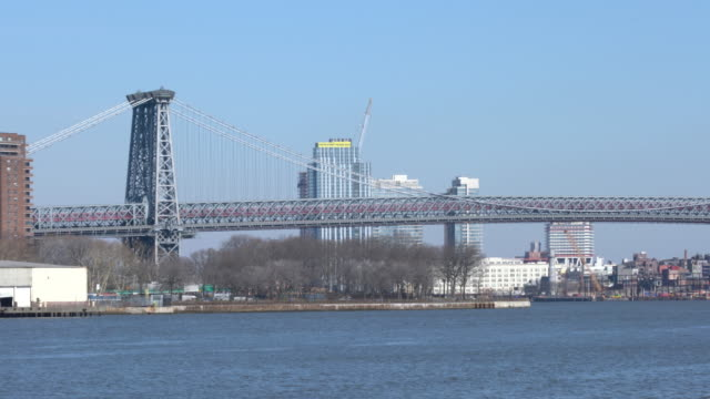 stockvideo's en b-roll-footage met weergave van de williamsburg bridge in new york city - virginia amerikaanse staat