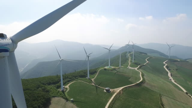vídeos y material grabado en eventos de stock de view of wind turbines on a mountain in taebaek, gangwondo - wind