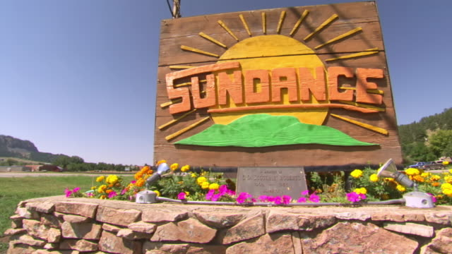 ws view of wood carved sign saying sundance / sturgis, south dakota, united states - south dakota stock-videos und b-roll-filmmaterial