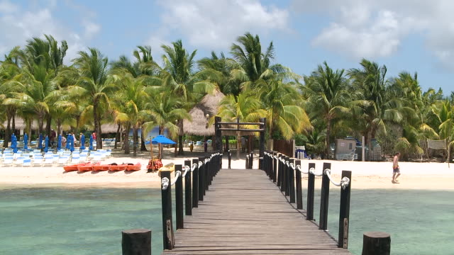ws view of wooden pier at resort / cozumel, quintana roo, mexico - quintana roo stock videos and b-roll footage