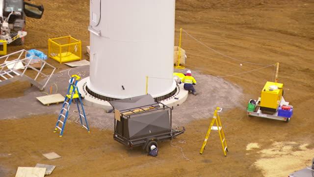 stockvideo's en b-roll-footage met ws aerial zi zo ds view of workers working on windmill / macarthur, victoria, australia - keukentrap