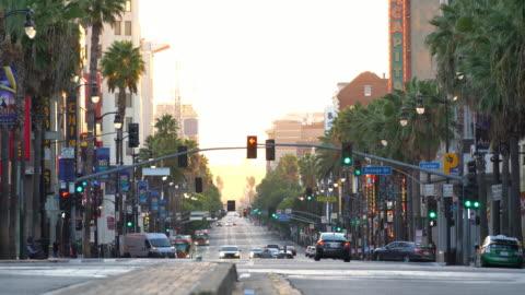 vídeos y material grabado en eventos de stock de vista del famoso distrito de hollywood boulevard en los angeles, california, ee. uu. - paseo de la fama