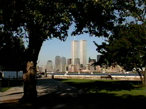 vídeos de stock, filmes e b-roll de view of world trade center through trees - 2001