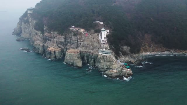 view of yeongdo lighthouse in taejongdae park(the southernmost tip of yeongdo-gu district), busan - naturwunder stock-videos und b-roll-filmmaterial