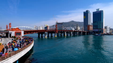 view of yeongdodaegyo bascule bridge (famous local landmark in busan) in busan - 跳開橋点の映像素材/bロール