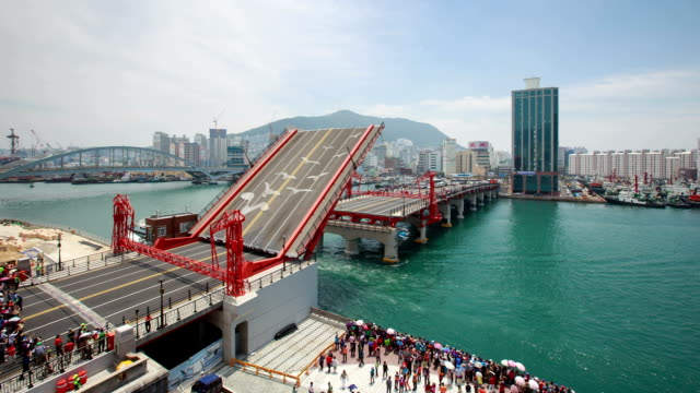 vídeos de stock, filmes e b-roll de view of yeongdodaegyo bascule (local landmark) - drawbridge