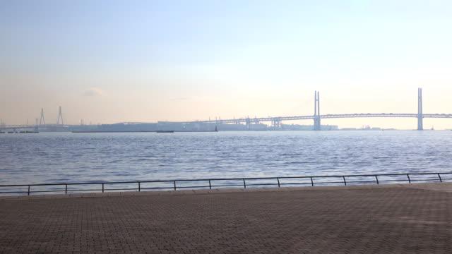 stockvideo's en b-roll-footage met weergave van yokohama bay bridge hek - lengte