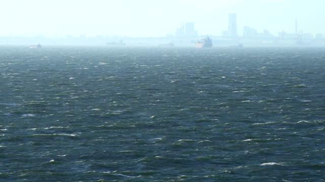 vídeos y material grabado en eventos de stock de vista de yokohama sobre el mar tormentoso - pasear en coche sin destino