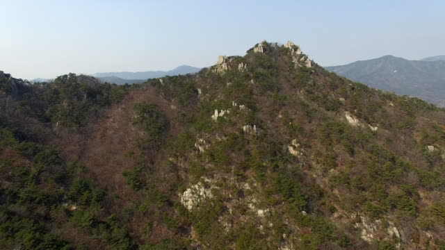 vídeos de stock, filmes e b-roll de view of yongbongsan mountain in hongseong - ponto de referência natural