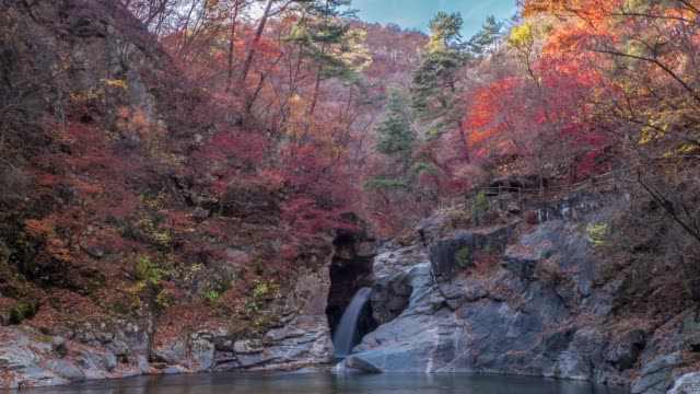 view of yongso waterfalls in inje-gun - felsformation stock-videos und b-roll-filmmaterial