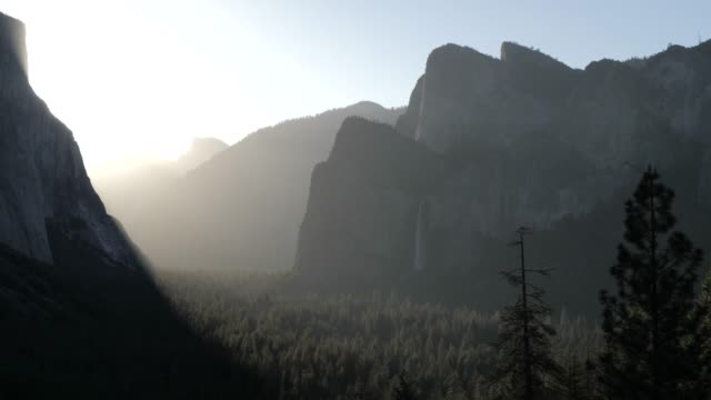 view of yosemite valley from tunnel view at sunrise, yosemite national park, unesco world heritage site, california, united states of america, north america - yosemite national park点の映像素材/bロール