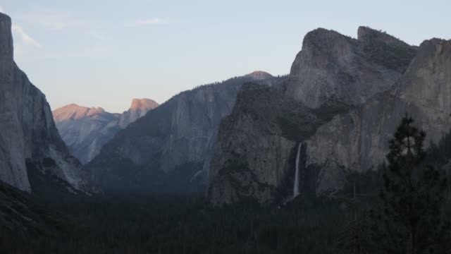 view of yosemite valley from tunnel view at sunset, yosemite national park, unesco world heritage site, california, united states of america, north america - yosemite national park stock-videos und b-roll-filmmaterial