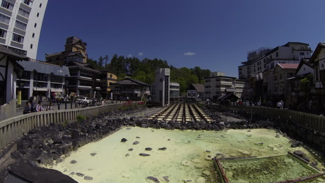 ws t/l pan view of yubatake, traditional way for cool down of hot water at most famous hot spring, kusatsu onsen / kusatsu, gunma prefecture, japan  - 温泉点の映像素材/bロール