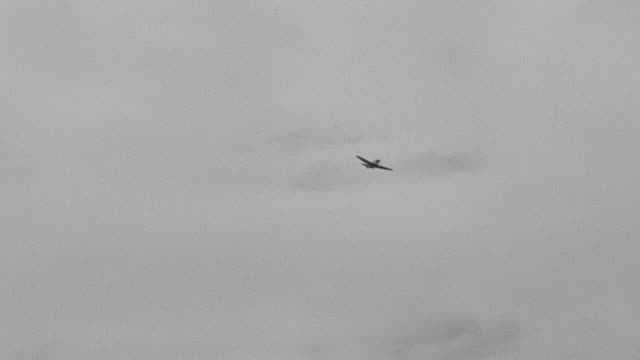 WS LA View of Zeros maneuvering through sky