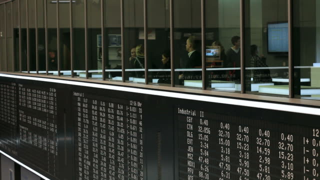 MS View ofpeople working in stock exchange / Frankfurt/Main, Hesse, Germany