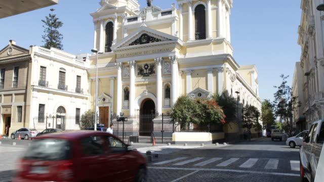 vídeos de stock e filmes b-roll de view on a church in santiago de chile the letters ad maiorem dei gloriam embellish the front of the church - chile