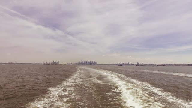 Découvre sur Manhattan de ferry-boat, NY city