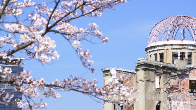 vidéos et rushes de vue sur le dôme de la bombe atomique d'hiroshima japon - hiroshima prefecture