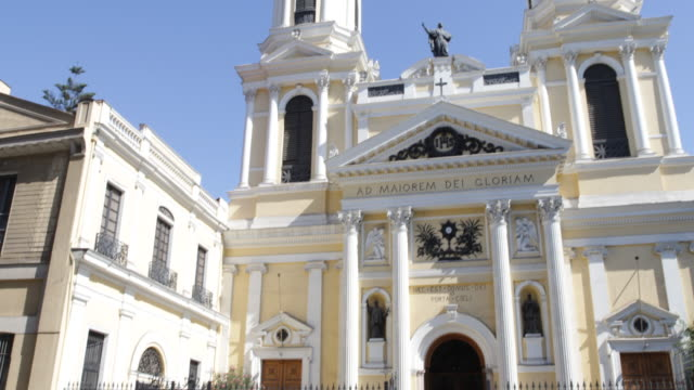 view on the baroque church iglesia de san ignacio in santiago de chile which was built 1872 the letters ad maiorem dei gloriam embellish the front of... - baroque点の映像素材/bロール