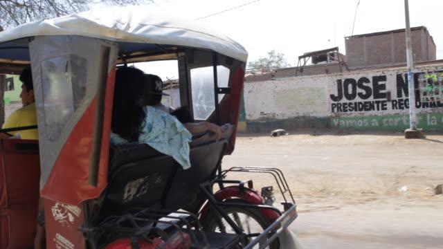 vídeos de stock, filmes e b-roll de view ouside a car passing a riskshaw in piura peru - classified ad