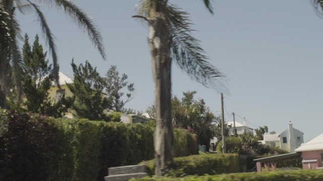 view out of car crusing through the streets of hamilton, bermuda island in slow motion - atlantikinseln stock-videos und b-roll-filmmaterial