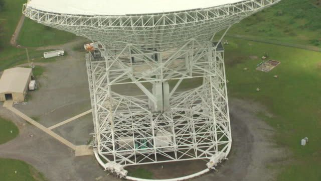 ms aerial view over base of robert c byrd green bank telescope in pocahontas county / west virginia, united states - bank stock-videos und b-roll-filmmaterial