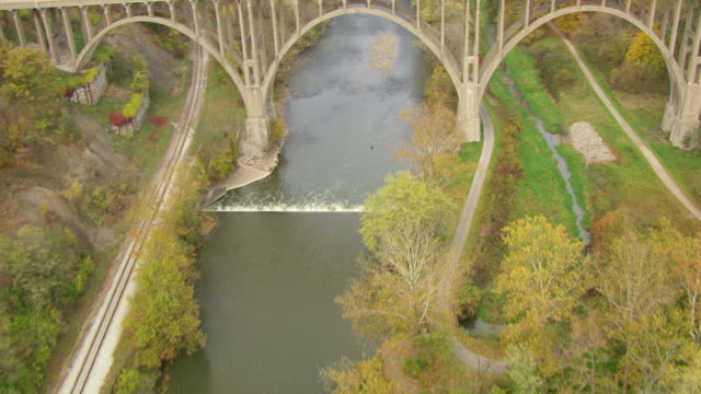ms aerial view over cuyahoga river / ohio, united states - fiume cuyahoga video stock e b–roll