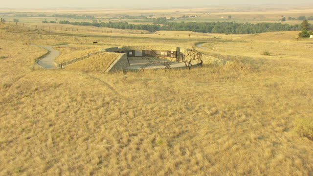 ws aerial view over field to indian memorial at little bighorn / crow agency, montana, united states - battaglia video stock e b–roll