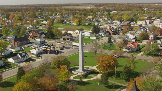 stockvideo's en b-roll-footage met ws tu td aerial view over fort recovery monument / dayton, ohio, united states - ohio