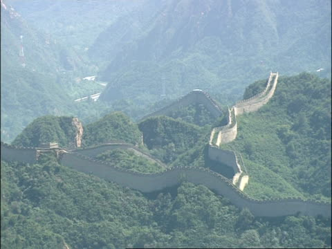 wa view over great wall of china snaking over forested mountains, badaling, china - badaling great wall stock videos & royalty-free footage