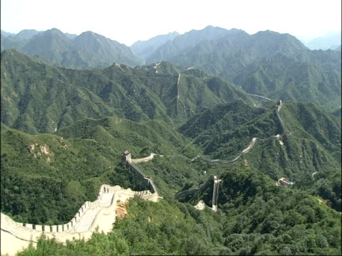wa view over great wall of china snaking over forested mountains, pan right, badaling, china - badaling stock videos & royalty-free footage