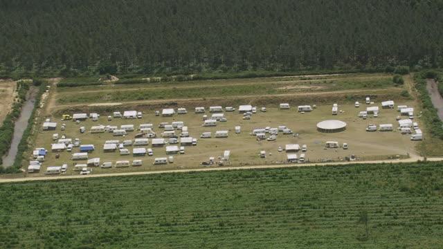 vidéos et rushes de ws aerial view over gypsy camp / aquitaine, france - aquitaine