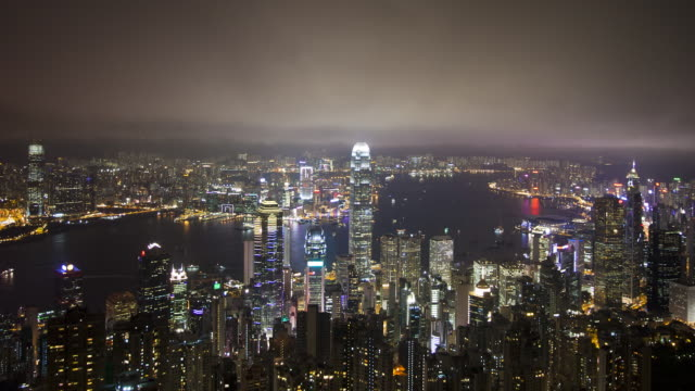 vídeos de stock, filmes e b-roll de  view over hong kong from victoria peak, the illuminated skyline of central sits below the peak, victoria peak, hong kong, china, time-lapse - victoria peak