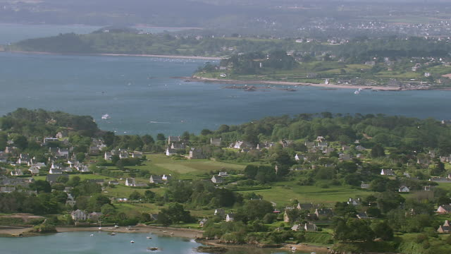WS AERIAL View over houses near coast Ile De Brehat / Brittany, Channel Isles