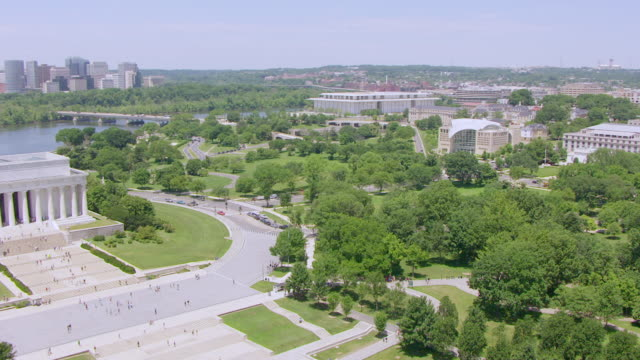ws aerial pov view over lincoln memorial to vietnam veterans memorial / washington dc, united states - vietnam veterans memorial video stock e b–roll