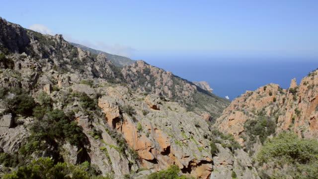 ws pan ha view over mountains of calanche of piana to sea, unesco world heritage site / porto, corsica, france - カランシェ点の映像素材/bロール
