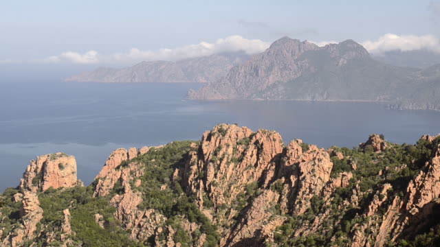 ms view over mountains of calanche of piana to sea, unesco world heritage site / porto, corsica, france - カランシェ点の映像素材/bロール