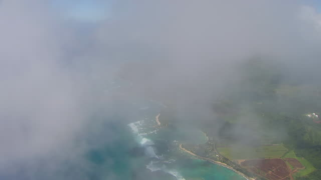 stockvideo's en b-roll-footage met ws aerial view over north shore of oahu through clouds / hawaii, united states - oahu