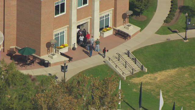 MS DS ZO AERIAL View over people entering in building and pull out to buildings at Marietta College campus / Marietta, Ohio, United States